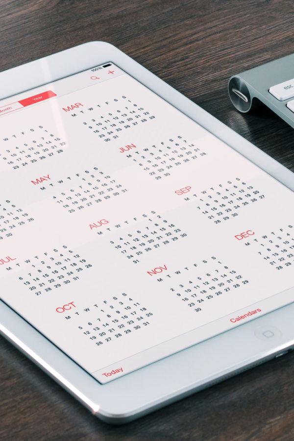 desk-with-online-calendar-technology